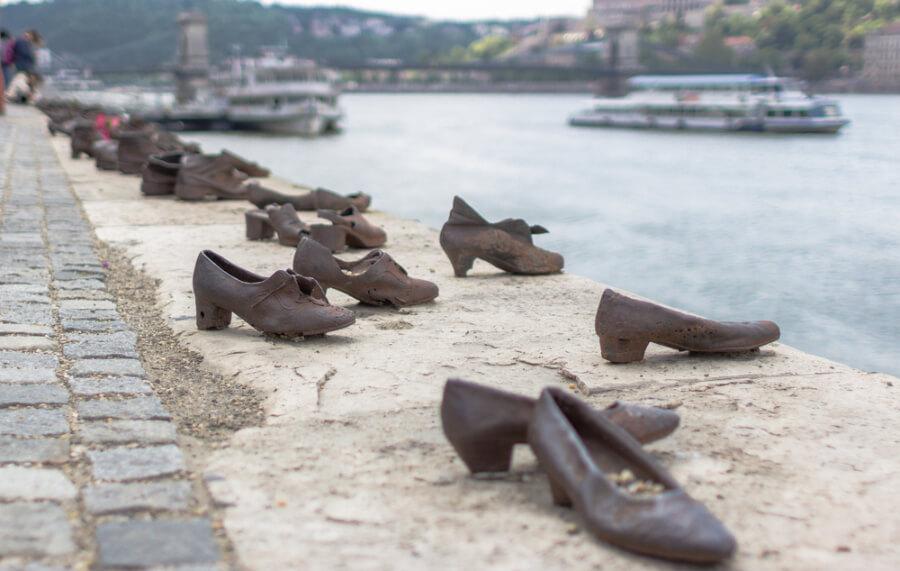 Туфлі На Набережній Дунаю